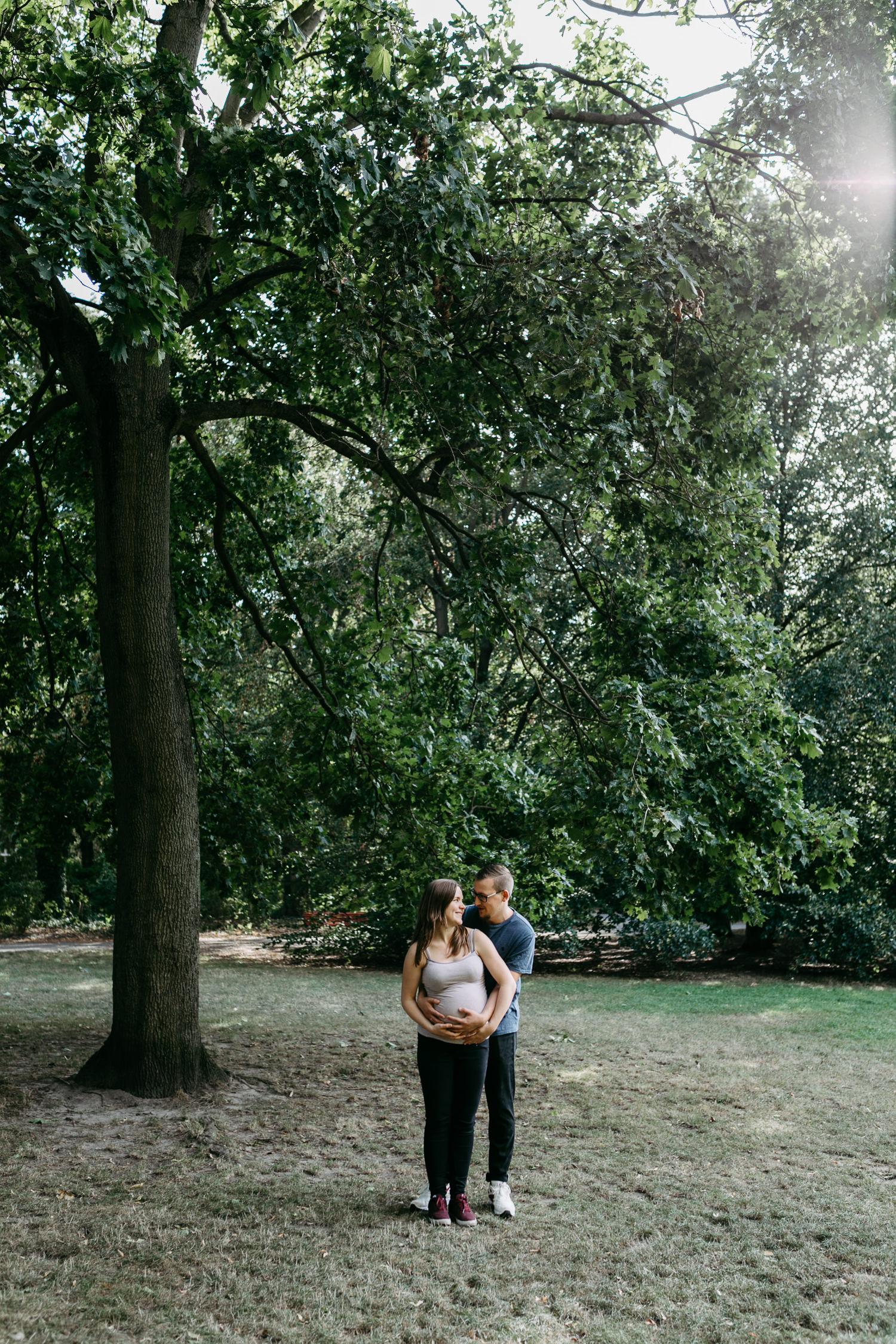 Babybauchshooting in Berlin Hamburg Kassel Draußen Schwangerschaftsfotos