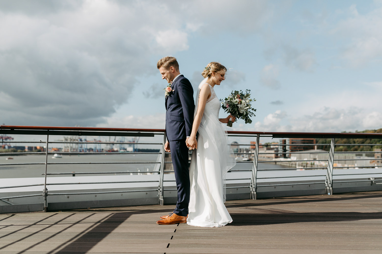 Hochzeitfotos in Hamburg Anna Frey Fotograf Elbe Elbufer Hafen Hamburger Hochzeit