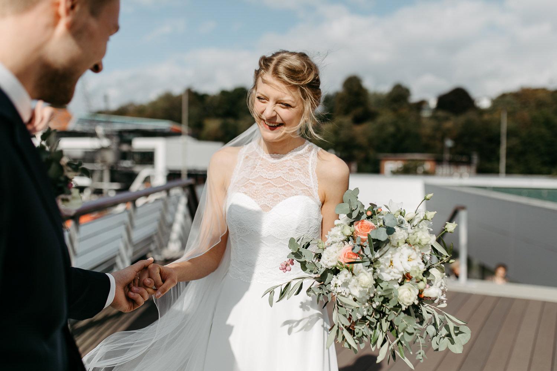 Hochzeitfotos in Hamburg Anna Frey Fotograf Elbe Elbufer Hamburger Hochzeit