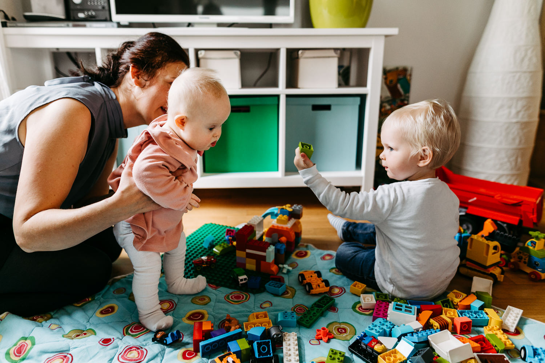 Familienreportage Homestory Familienfotograf Hamburg Lübeck Lüneburg Bremen Kiel Alltagsfotografie Familienfotos Zuhause Trisomie 21 Handicap Down-Syndrom