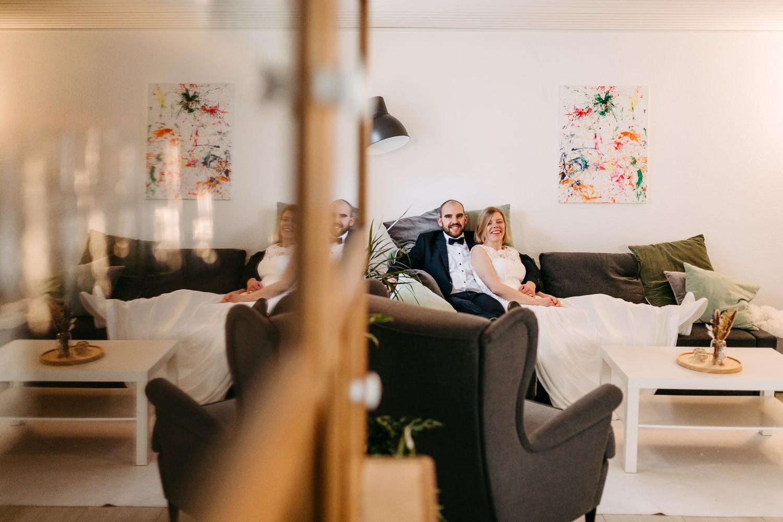 After Wedding Shooting Homestory Wintergarten Corona Wedding Hochzeit Hochzeitsfotograf Wintergarten Brautkleid Coronahochzeit HamburgBrautpaar Lueneburg