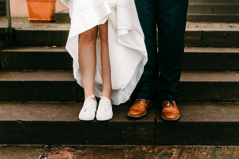 After Wedding Shooting Corona Wedding Hochzeit Hochzeitsfotograf Brautkleid Coronahochzeit Hamburg Brautpaar Lueneburg Winterhochzeit Regenhochzeit Nebelshooting Kirchliche Trauung