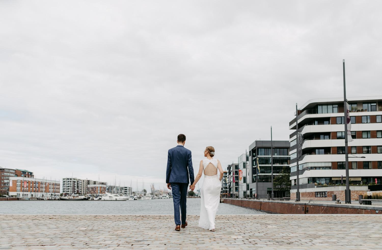 Hochzeitsfotograf Bremen Lueneburg Bremerhaven Hochzeitsreportage Natürliche Hochzeitsfotografie Paarshooting Hafen Maritim Elbe Sommerhochzeit