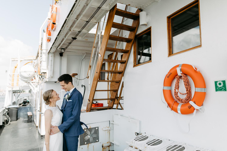 Hochzeitsfotograf Bremen Lueneburg Bremerhaven Hochzeitsreportage Natürliche Hochzeitsfotografie Paarshooting Hafen Maritim Elbe